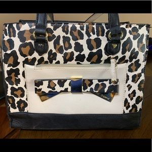 Print Betsey Johnson purse